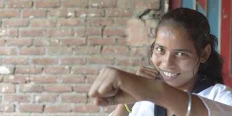 HerStory – 인도 소녀, 돌리를 만나다