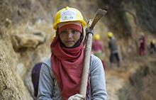 네팔 대지진 : 일년후 보고서